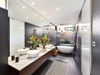 Modern bathroom design with freestanding bath using ceramic - Bathroom Photo 8270197