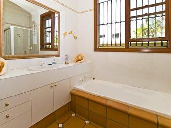 Classic bathroom design with corner bath using tiles - Bathroom Photo 407245