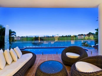 Geometric pool design using slate with verandah & decorative lighting - Pool photo 1380881