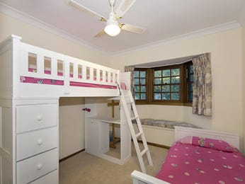 Children's room bedroom design idea with carpet & bi-fold windows using cream colours - Bedroom photo 451778