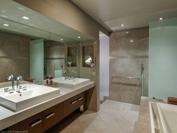 Frameless glass in a bathroom design from an Australian home - Bathroom Photo 8944957