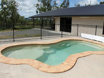 Geometric pool design using tiles with pool fence & latticework fence - Pool photo 1070165