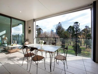 Outdoor living design with glass balustrade from a real Australian home - Outdoor Living photo 1460681