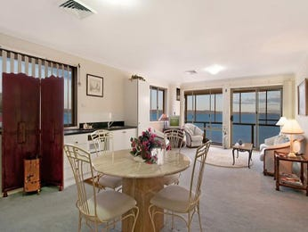 Modern dining room idea with carpet & floor-to-ceiling windows - Dining Room Photo 889157