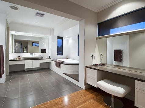 View the bathroom photo collection on home ideas for Salle de bain de luxe italienne