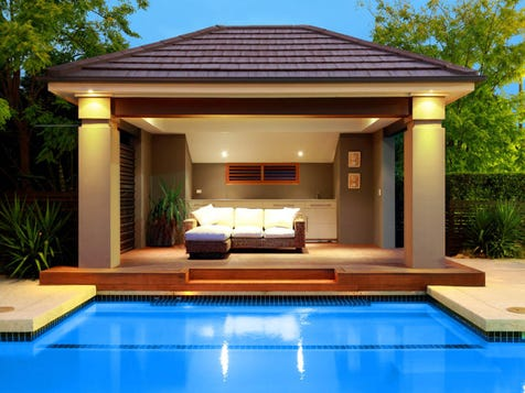 Step down from verandah into the plungepool