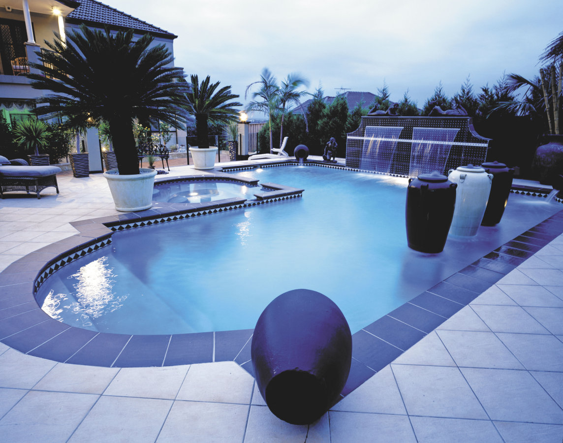 Pool and spa design layouts best layout room for Large swimming pool designs