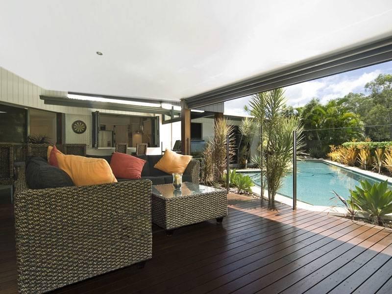 Indoor Outdoor Outdoor Living Design With Glass Balustrade
