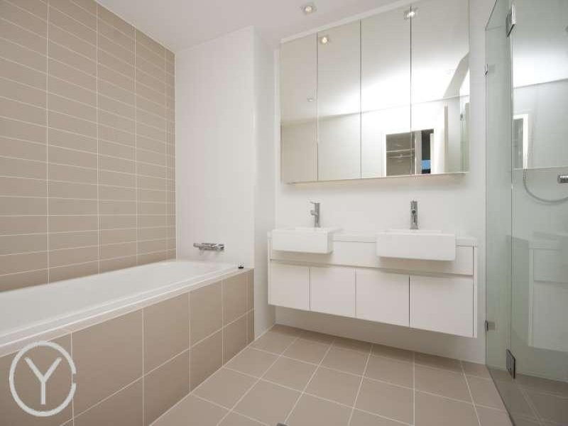 Tiles in a bathroom design from an australian home for Australian bathroom design ideas