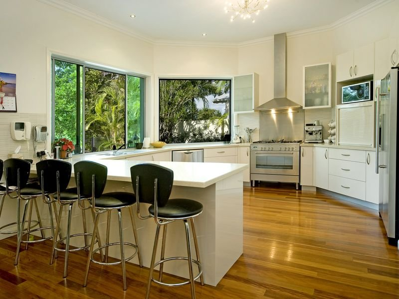 Country l-shaped kitchen design using floorboards - Kitchen Photo