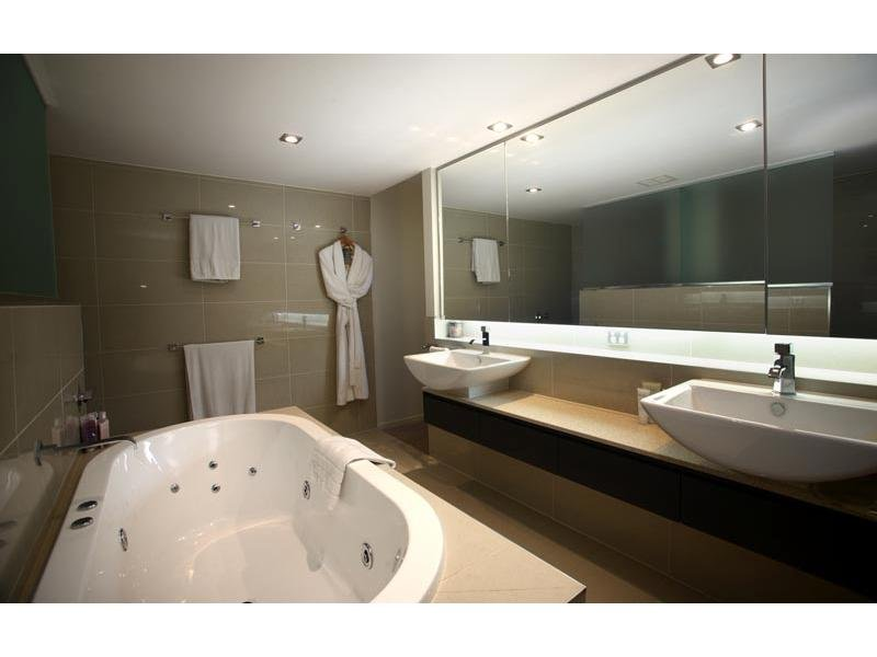 Classic bathroom design with spa bath using glass