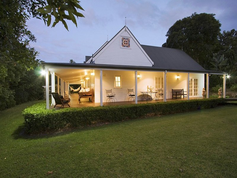 Weatherboard colonial house exterior with french doors for Modern colonial home exterior