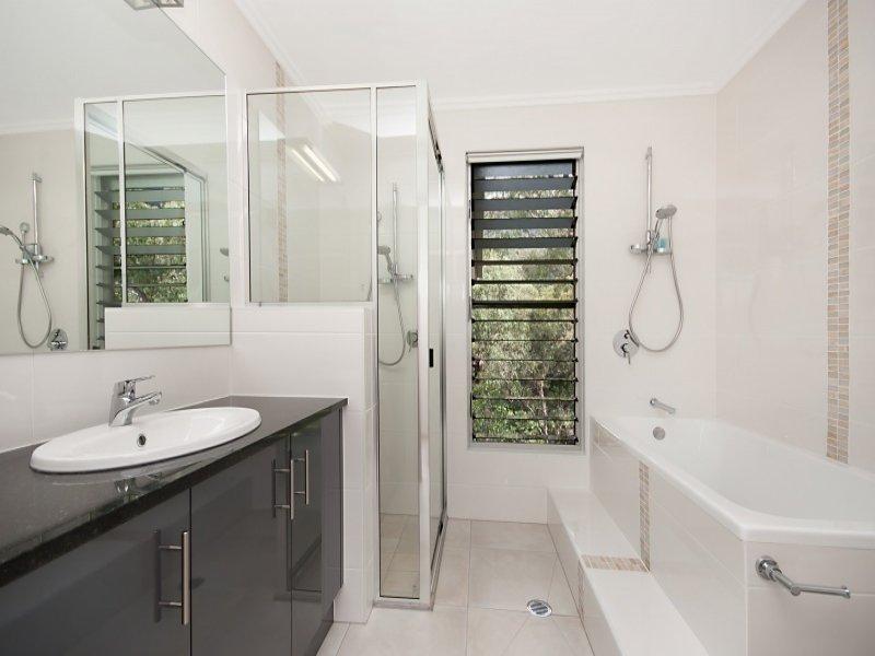 Classic Bathroom Design With Louvre Windows Using Ceramic Bathroom Photo 155429