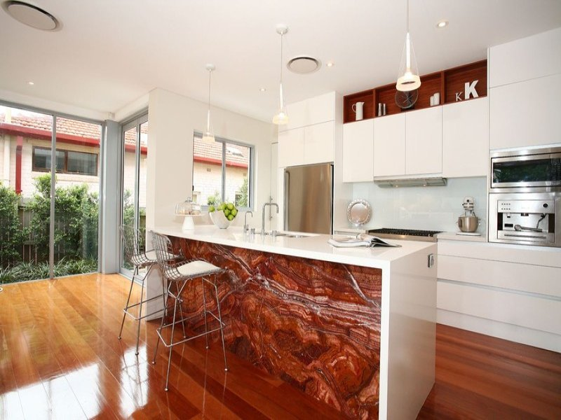 Classic l-shaped kitchen design using floorboards - Kitchen Photo 415010