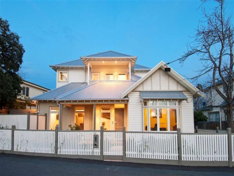 Corrugated iron edwardian house exterior with balcony & decorative lighting - House Facade photo 161547