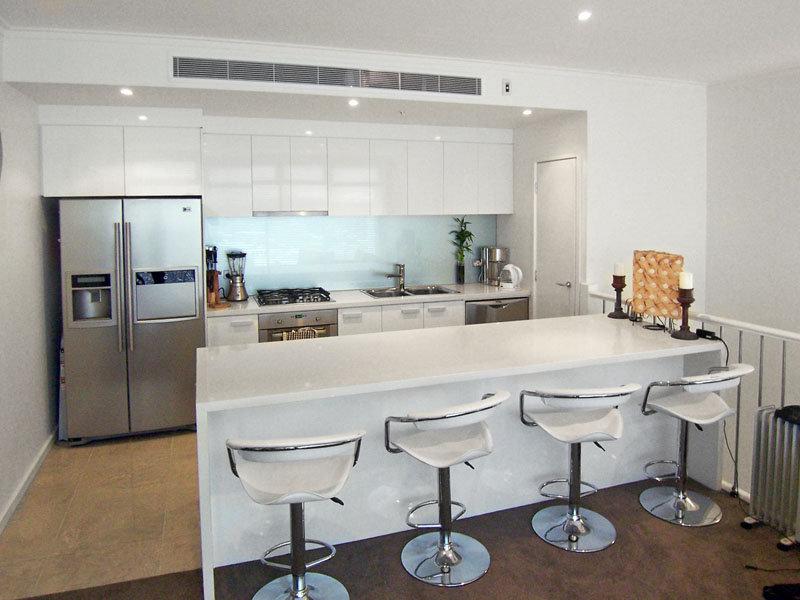 Modern kitchen dining kitchen design using granite for Contemporary kitchen designs australia