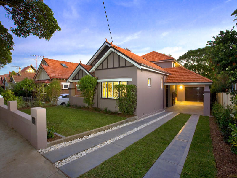 Rendered brick californian bungalow house exterior with for Facade colour ideas