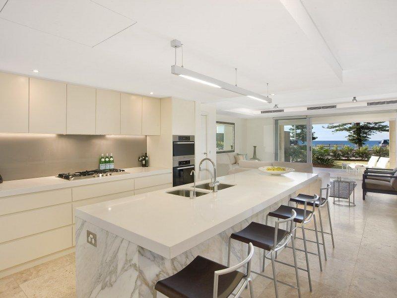 Modern Kitchen dining Kitchen Design Using Marble
