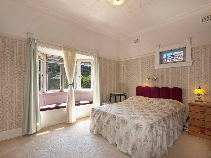 Modern bedroom design idea with tiles window seat using for Bedroom designs with window seat