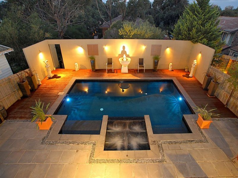 Geometric pool design using slate with decking ground for Outdoor pool decorating ideas