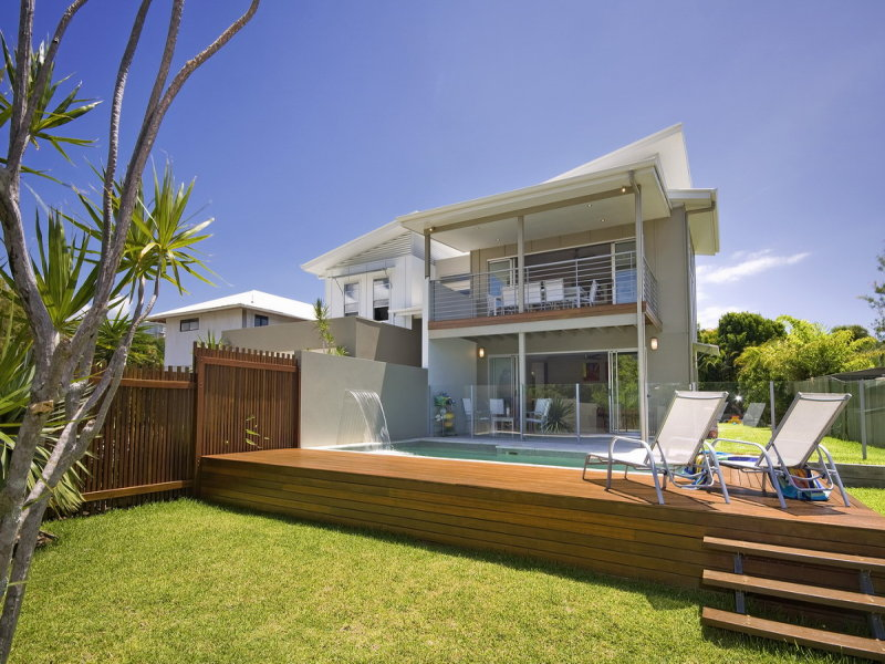 Outdoor living design with glass balustrade from a real Australian home - Outdoor Living photo 392157