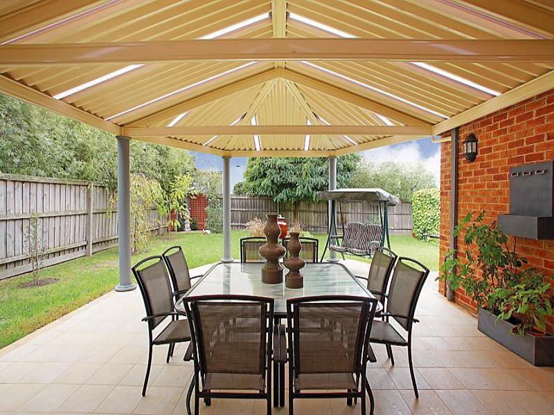Indoor outdoor outdoor living design with verandah decorative lighting using brick outdoor - Veranda decoratie ...