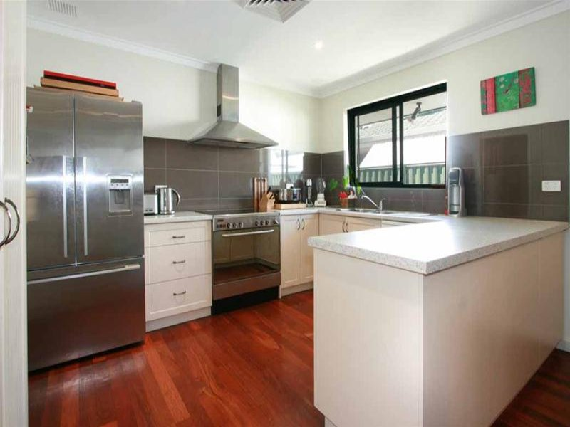 Country u shaped kitchen design using floorboards for U shaped kitchen designs