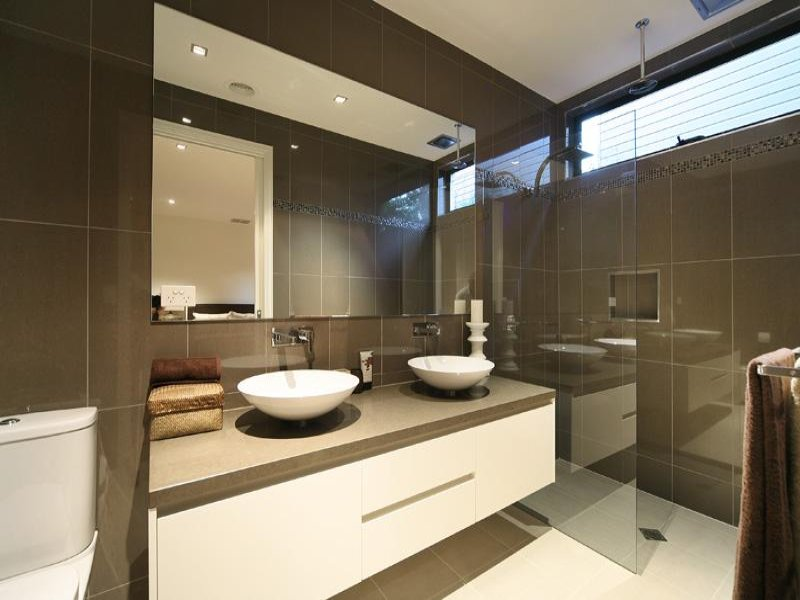 Marble in a bathroom design from an australian home for Australian bathroom design ideas