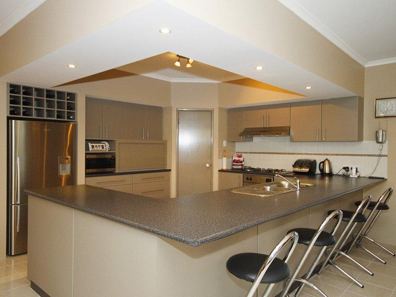 Classic U Shaped Kitchen Design Using Marble Kitchen Photo 414224