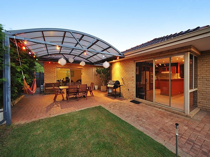Enclosed Outdoor Living Design With Bbq Area Decorative