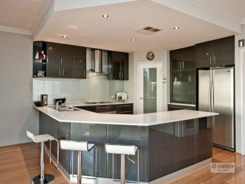 Modern u shaped kitchen design using hardwood kitchen for Modern u shaped kitchen designs