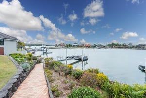 14 Edgewater Close, Yamba, NSW 2464