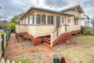 12 Lochel Street, Mount Lofty, Qld 4350