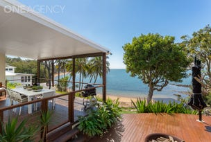 16 Whytecliffe Parade, Woody Point, Qld 4019