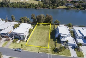 3035 The Boulevarde, Benowa, Qld 4217