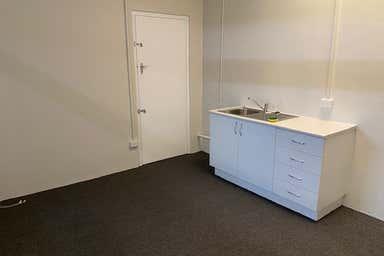 4/135 Bay Terrace Wynnum QLD 4178 - Image 3