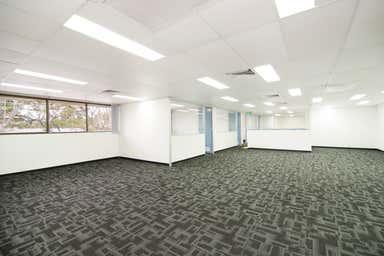 68 Harries Road Coorparoo QLD 4151 - Image 4
