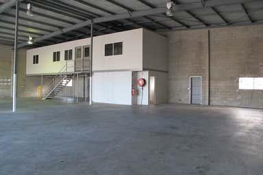 2/11-13 Bollard Street Portsmith QLD 4870 - Image 4