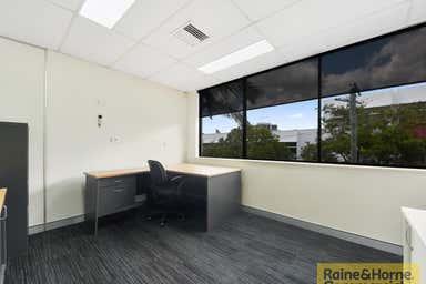 2/27 Parkview Street Milton QLD 4064 - Image 3