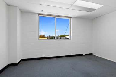 7/182 Bay Terrace Wynnum QLD 4178 - Image 2