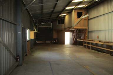 3/76  Elizabeth Street Urangan QLD 4655 - Image 3