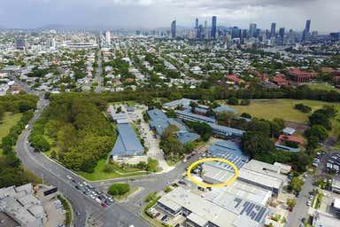 16 Cavendish Road Coorparoo QLD 4151 - Image 3