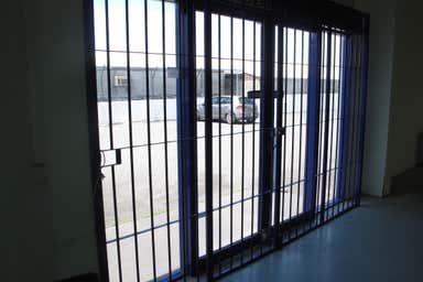 Unit 2, 83 Anzac avenue Redcliffe QLD 4020 - Image 4