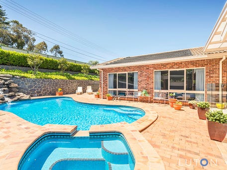 33 Whitty Crescent, Isaacs