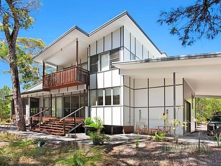 2 90 beach road holiday homes noosa north shore qld 4565. Black Bedroom Furniture Sets. Home Design Ideas