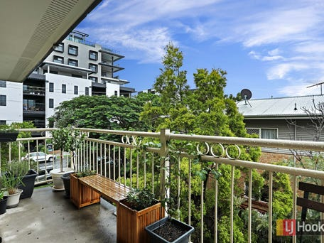 10/138 Clarence Road, Indooroopilly
