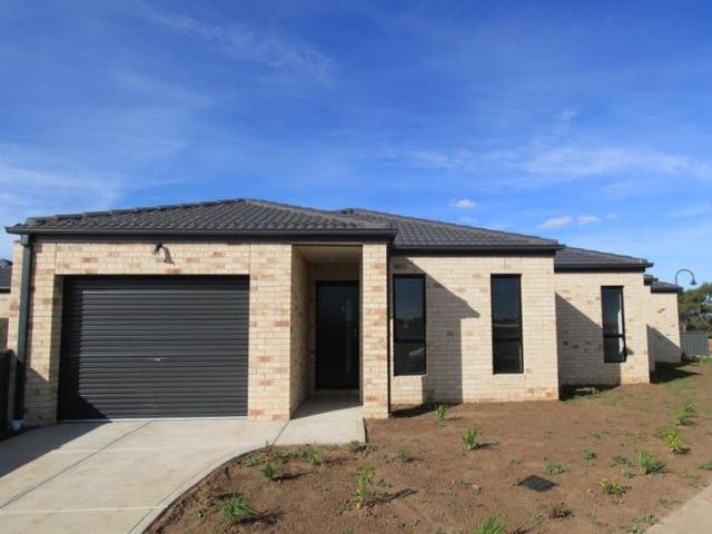 1/21 Lakewood Boulevard, Melton, Vic 3337