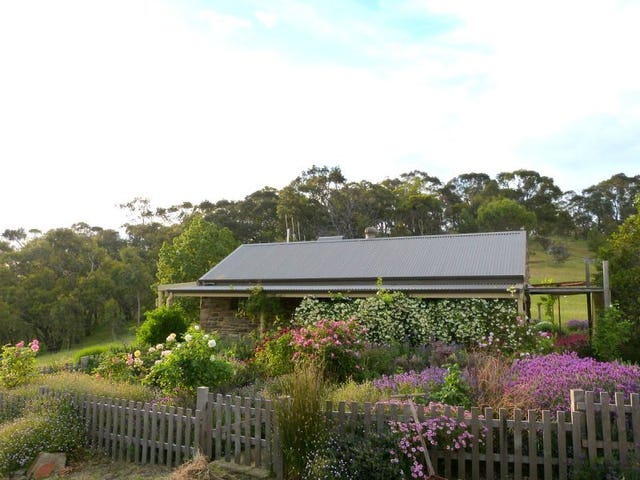 365 Specimen Gully Road, Barkers Creek, Vic 3451