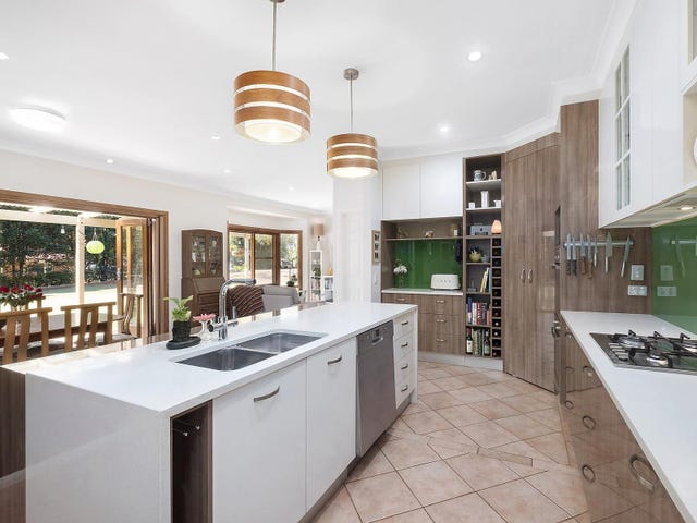 6 Whispering Pines Drive, Highfields, Qld 4352