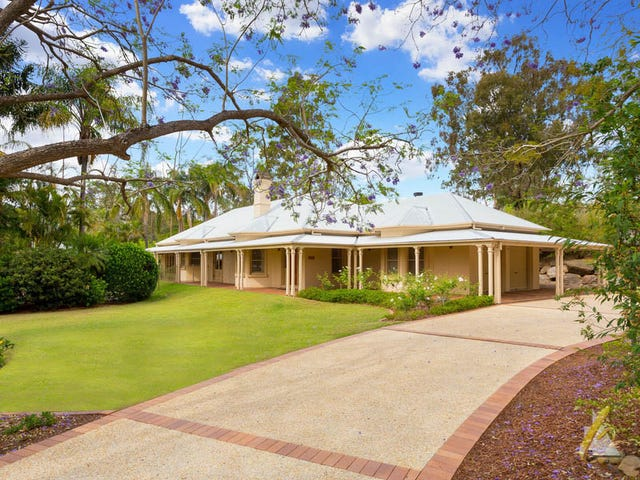 10 Scenic Road, Kenmore, Qld 4069